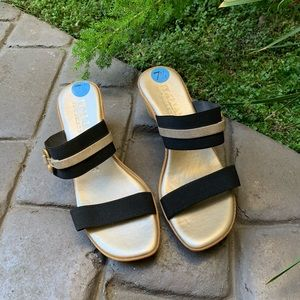 ITALIAN SHOEMAKERS Slip-On Elastic Wedge Sandals